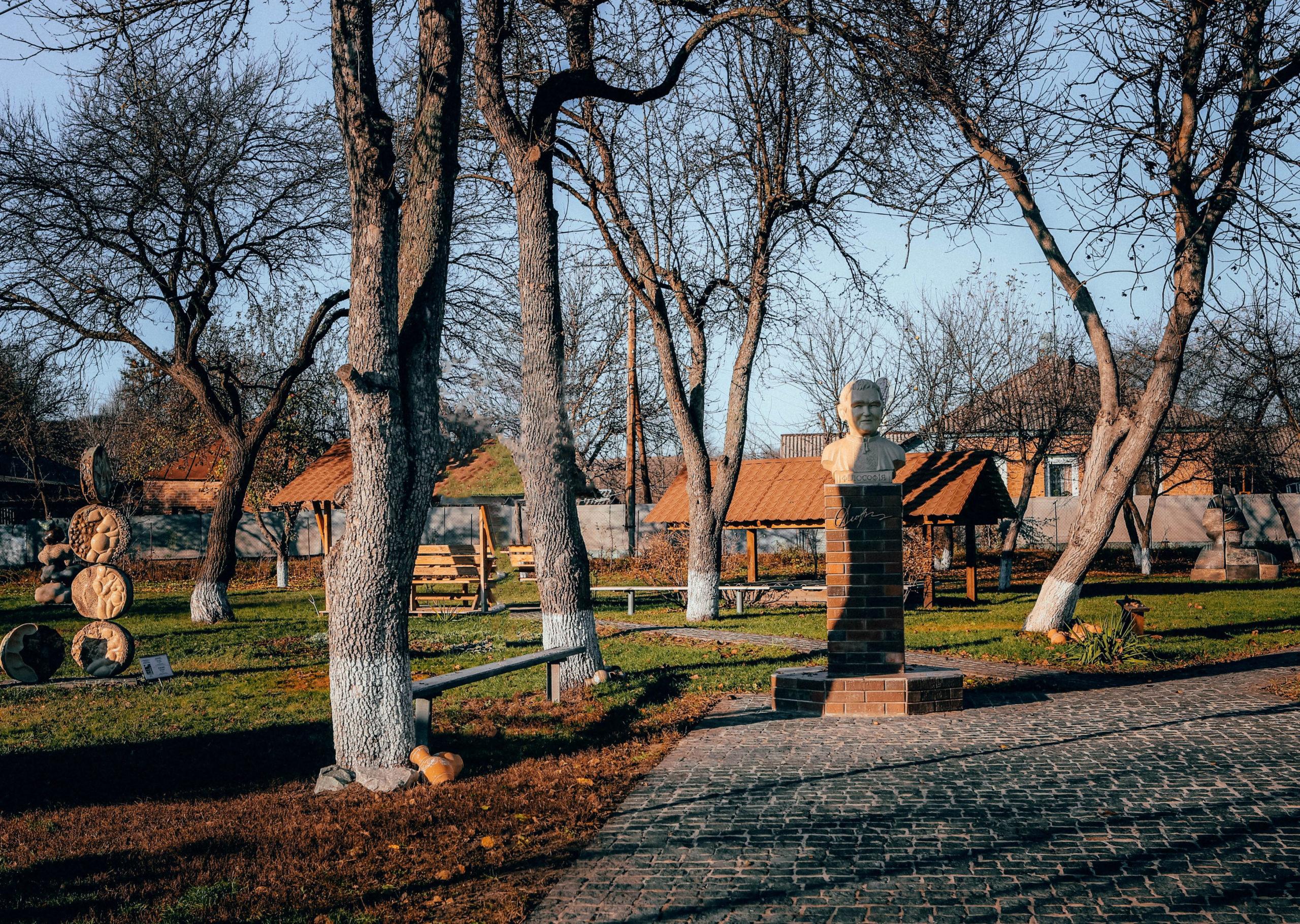 Меморіальний музей-садиба філософа й колекціонера опішненської кераміки Леоніда Сморжа